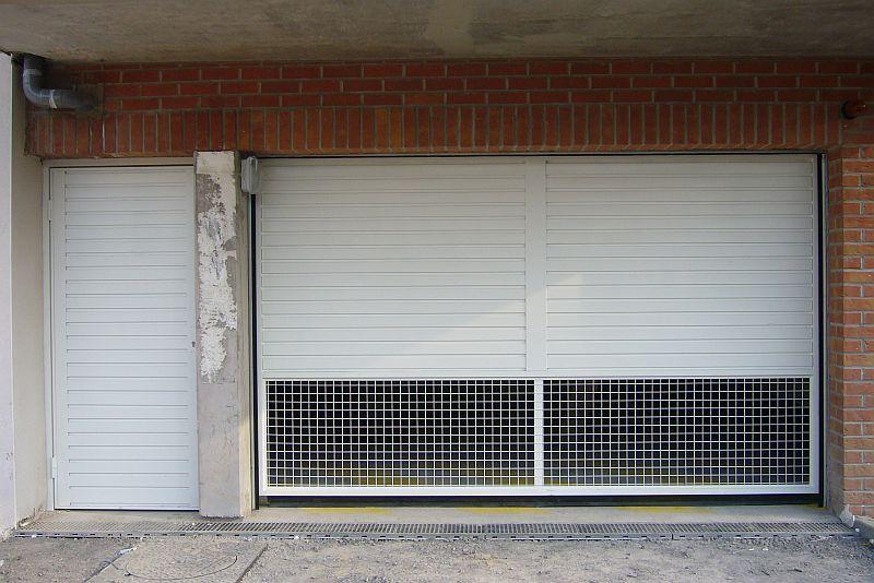 Porte de parking basculante ventilée