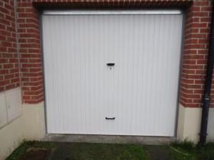 Porte basculante non débordante