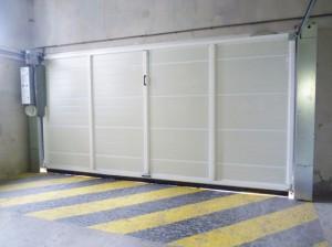 Porte basculante motorisée, vue arrière